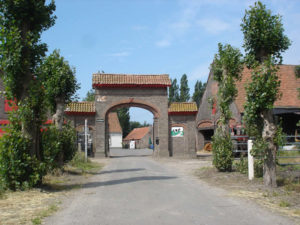 Ingang van hoeve 't Schotsgoed Oostkamp